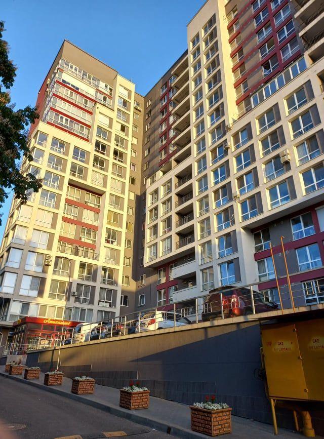 Se vinde apartament cu 2 camere 72 m2 mobilat , reparat str. Florilor sectorul Rîșcani