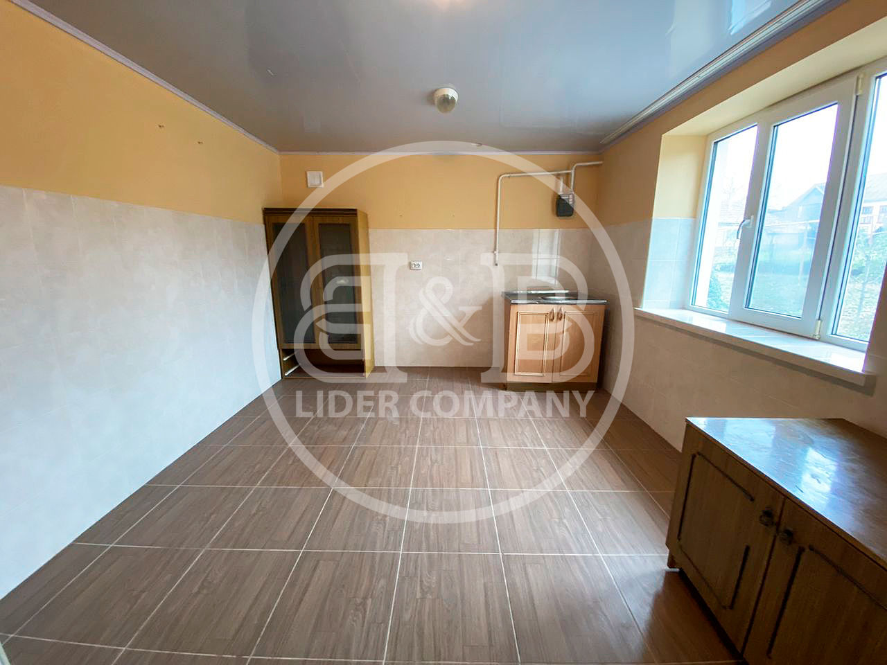 Se vinde casă în Băcioi suprafața de 100 m2 3 camere teren de 11 ari str. Agricultorilor