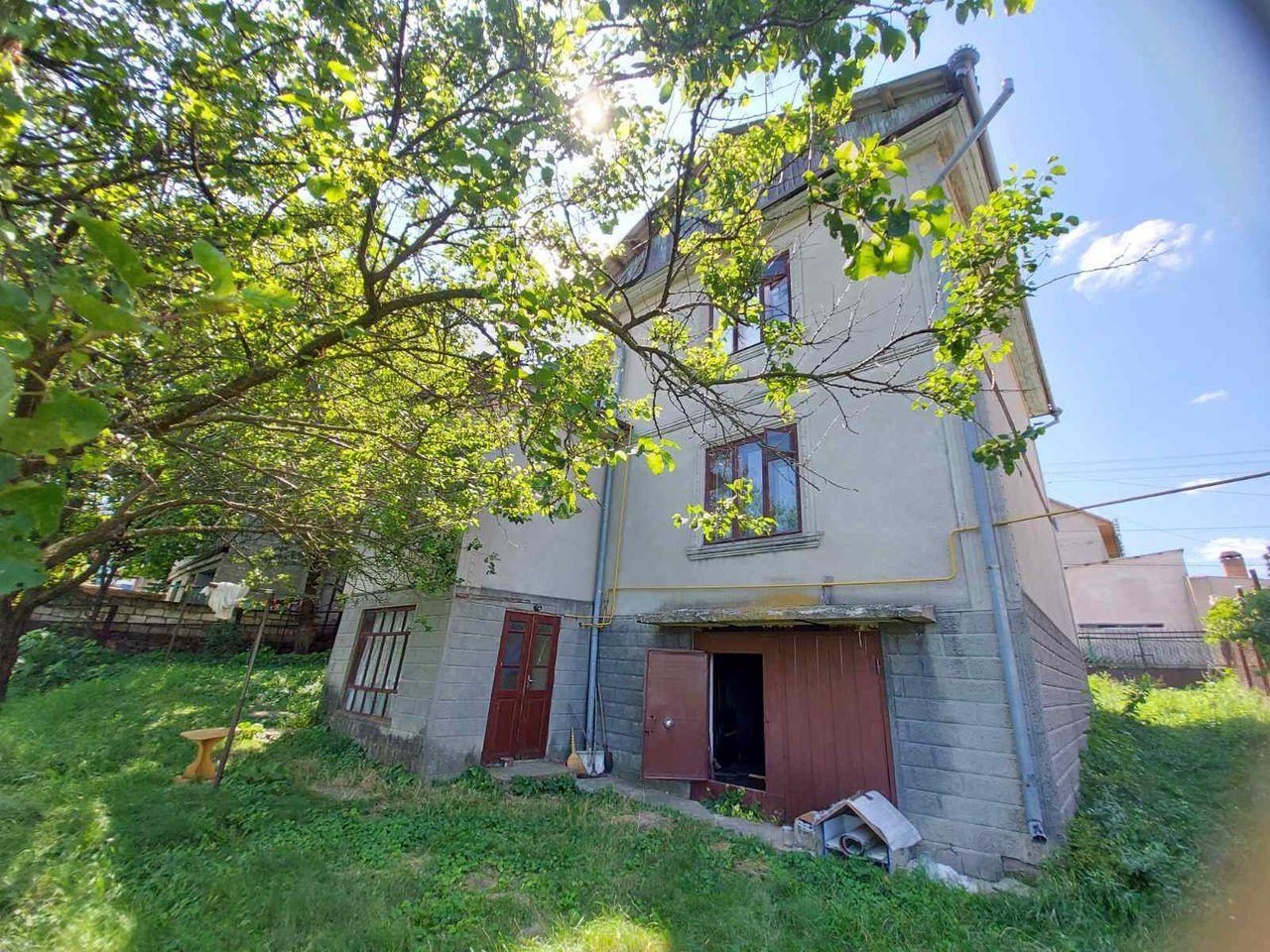 Se vinde lot de pământ 11 ari + casă cu 270 m2 în Stăuceni , str-la Dumitru Matcovschi