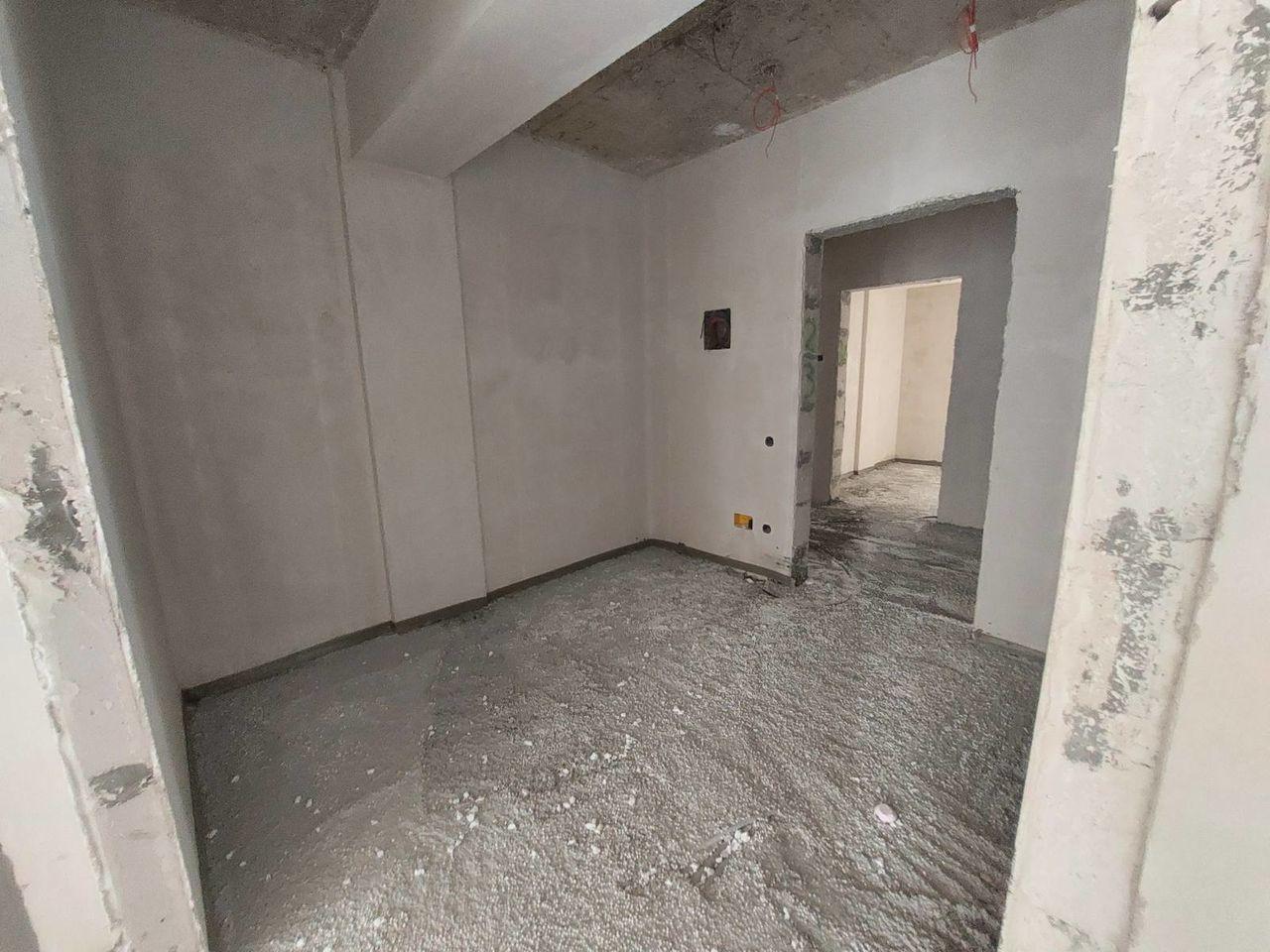 Suprafața spațioasă 82 m2 variantă albă în Rîșcani str Aleco Russo