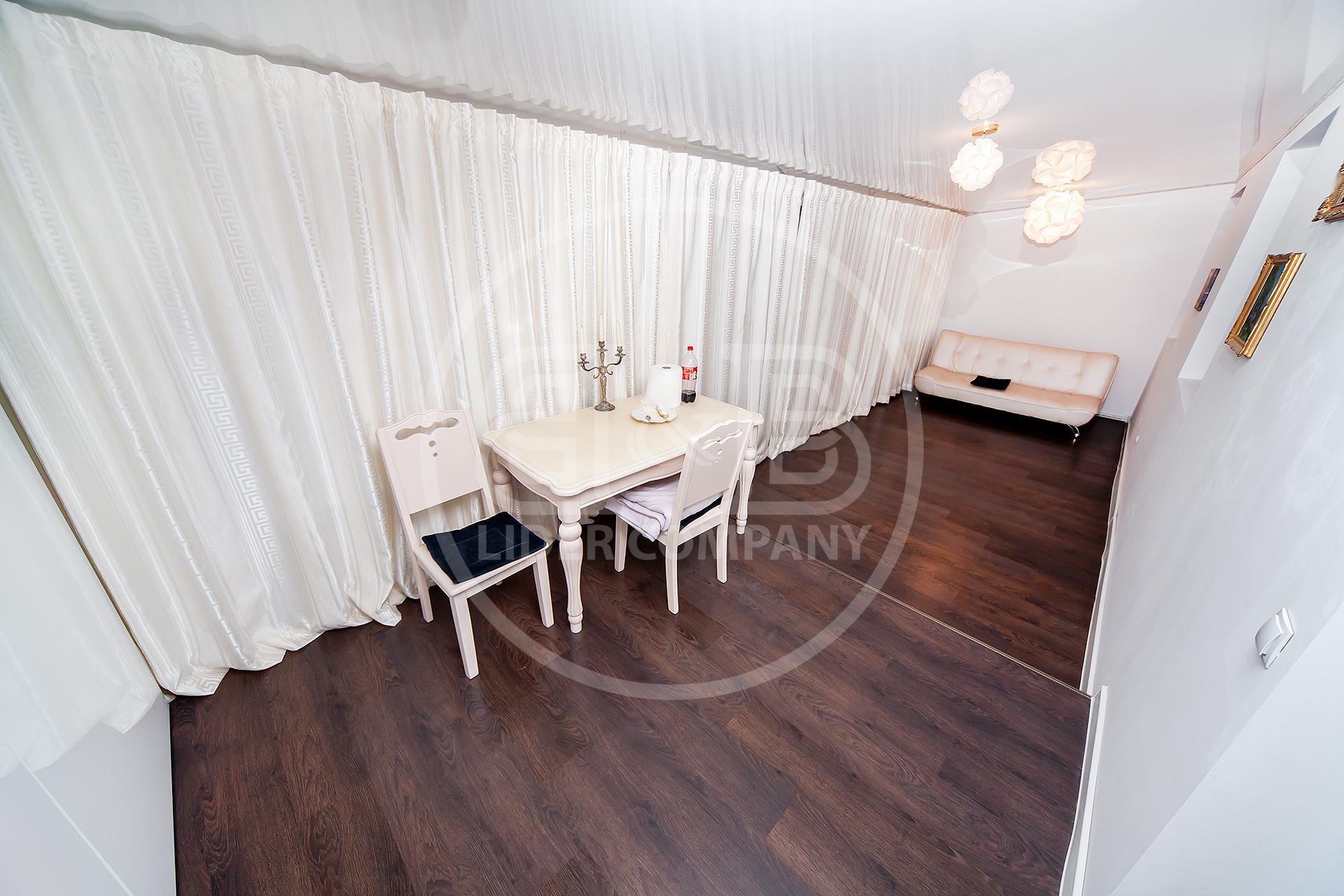Apartament 3 camere+living! 688 Euro mp ! Prima linie!! Buiucani!!