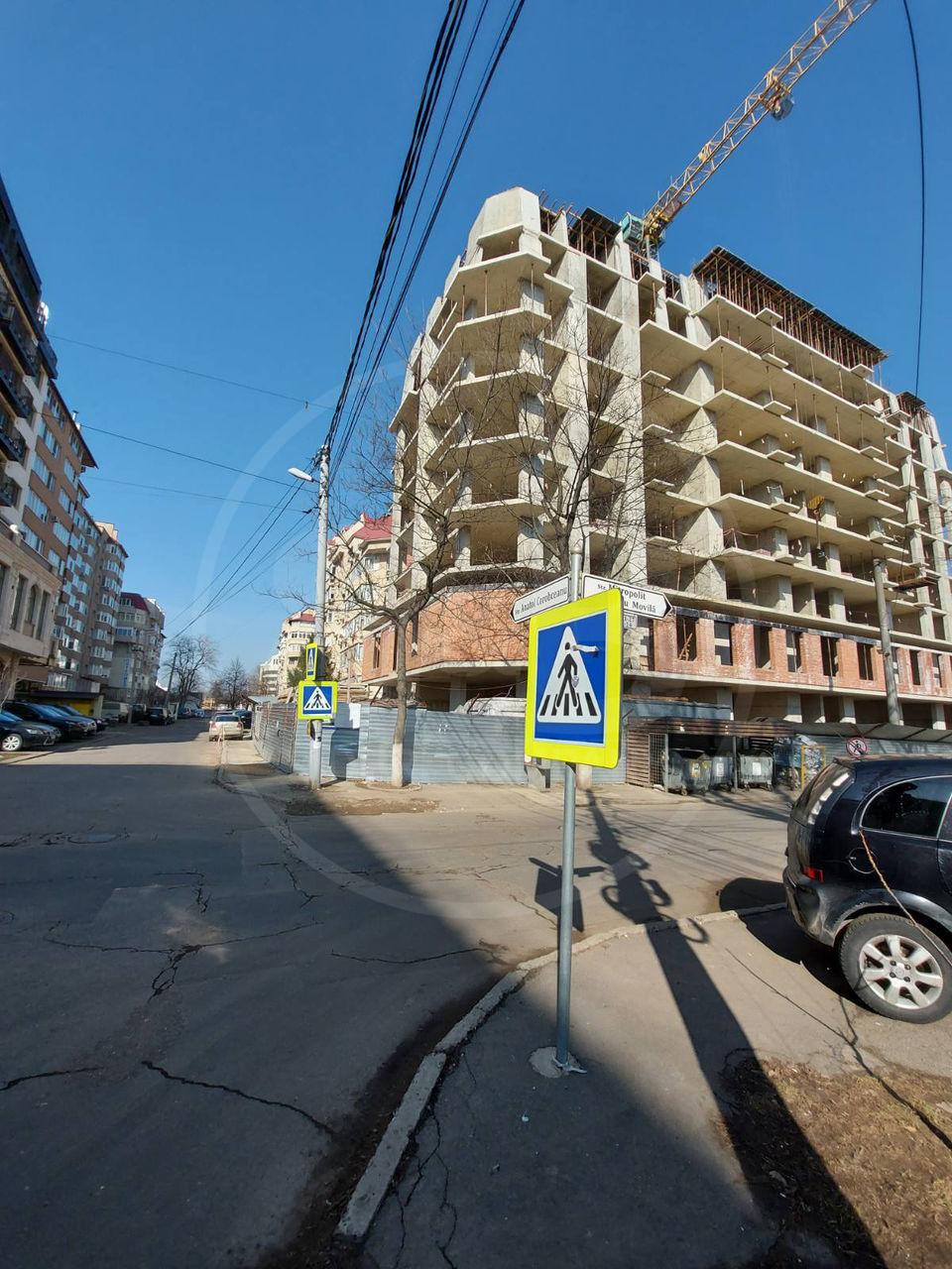 Se vinde loc de parcare + debara!! str. Petru Movilă!! sec. Centru!!