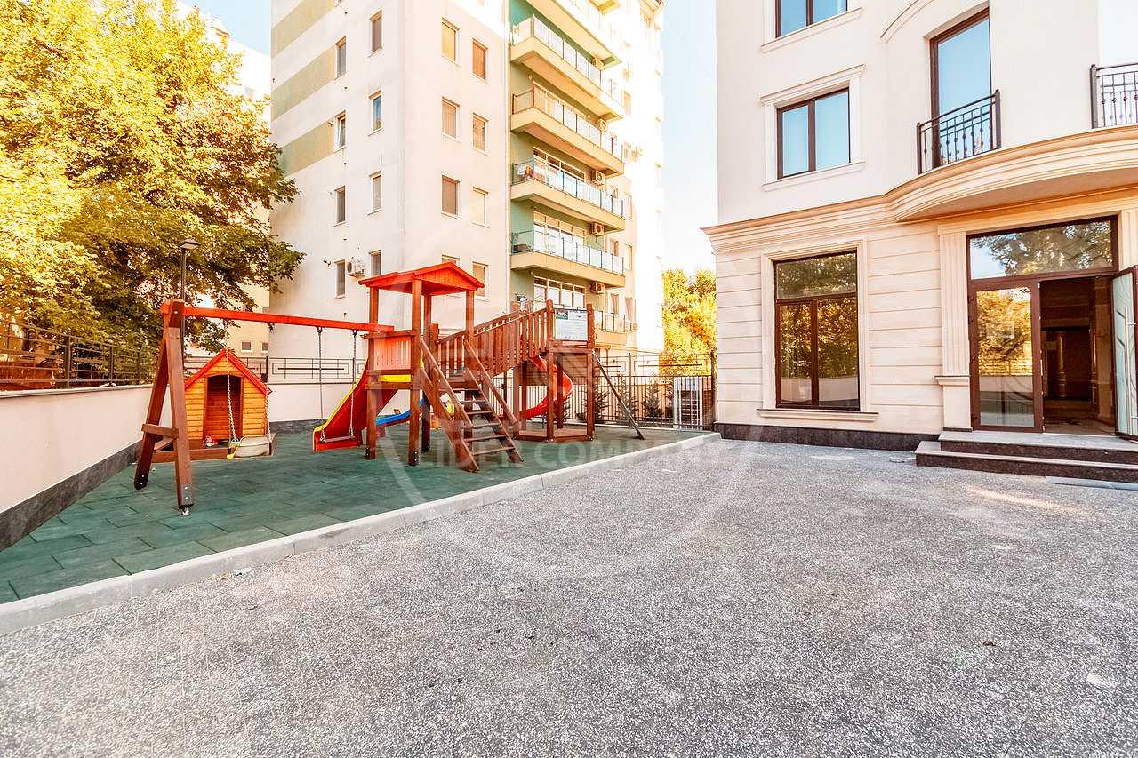 Apartament cu suprafața de 77 mp 1 cameră + living!! sec. Centru str. Puskin 49!!