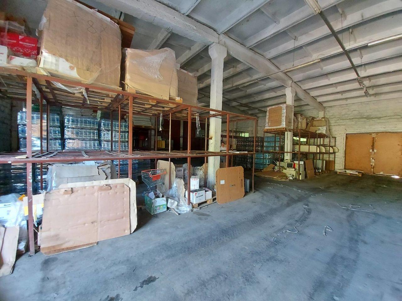 Spre chirie depozit 500 m2 cu rampă str. petricani